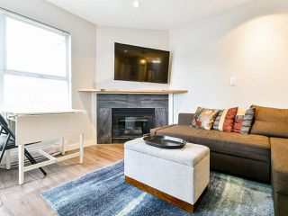 """Photo 3: 404 509 CARNARVON Street in New Westminster: Downtown NW Condo for sale in """"HILLSIDE PLACE"""" : MLS®# R2507669"""