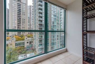 """Photo 11: 910 939 HOMER Street in Vancouver: Yaletown Condo for sale in """"THE PINNACLE"""" (Vancouver West)  : MLS®# R2512936"""