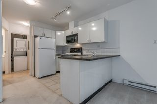 """Photo 5: 910 939 HOMER Street in Vancouver: Yaletown Condo for sale in """"THE PINNACLE"""" (Vancouver West)  : MLS®# R2512936"""
