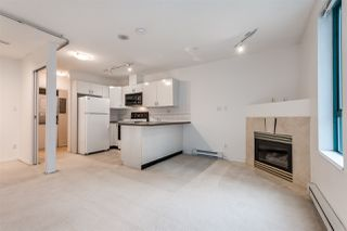 """Photo 8: 910 939 HOMER Street in Vancouver: Yaletown Condo for sale in """"THE PINNACLE"""" (Vancouver West)  : MLS®# R2512936"""