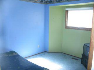 Photo 12: Charming 4 Bedroom Bungalow