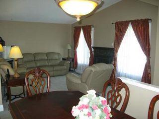 Photo 4: Charming 4 Bedroom Bungalow
