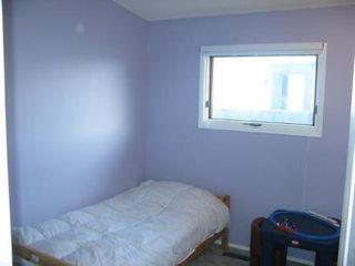 Photo 11: Charming 4 Bedroom Bungalow
