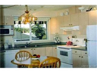 Photo 2:  in VICTORIA: SW Tillicum Condo for sale (Saanich West)  : MLS®# 387471