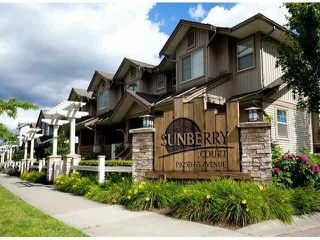 "Photo 2: 15 19250 65TH Avenue in Surrey: Clayton Townhouse for sale in ""Sunberry Court"" (Cloverdale)  : MLS®# F1416410"