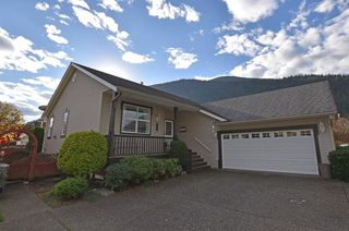 Photo 1: 354 WALNUT AVENUE: Harrison Hot Springs House for sale : MLS®# R2122191