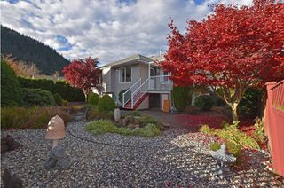 Photo 2: 354 WALNUT AVENUE: Harrison Hot Springs House for sale : MLS®# R2122191