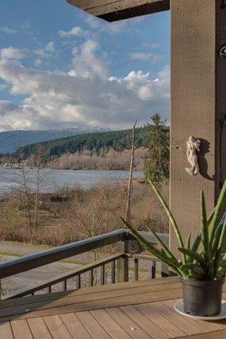 "Photo 15: 205 700 KLAHANIE Drive in Port Moody: Port Moody Centre Condo for sale in ""Boardwalk"" : MLS®# R2443143"