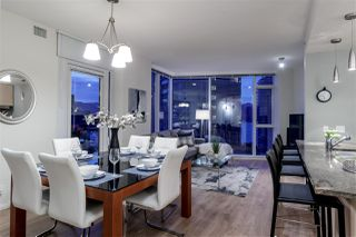 "Photo 2: 1005 1211 MELVILLE Street in Vancouver: Coal Harbour Condo for sale in ""THE RITZ"" (Vancouver West)  : MLS®# R2474482"