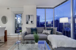 "Photo 1: 1005 1211 MELVILLE Street in Vancouver: Coal Harbour Condo for sale in ""THE RITZ"" (Vancouver West)  : MLS®# R2474482"