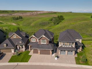 Photo 2: 194 VALLEY POINTE Way NW in Calgary: Valley Ridge Detached for sale : MLS®# A1011766