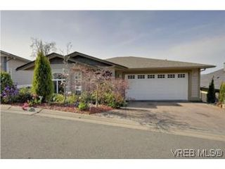 Photo 1: 857 Rainbow Cres in : SE High Quadra Single Family Detached for sale (Saanich East)  : MLS®# 534350