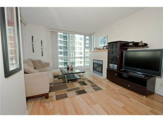Photo 2: # 1607 1077 MARINASIDE CR in Vancouver: Yaletown Condo for sale ()  : MLS®# V987427