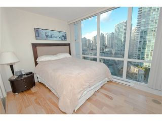 Photo 5: # 1607 1077 MARINASIDE CR in Vancouver: Yaletown Condo for sale ()  : MLS®# V987427