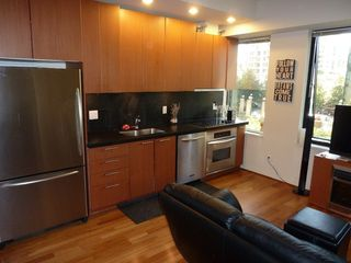 "Photo 26: 613 1333 W GEORGIA Street in Vancouver: Coal Harbour Condo for sale in ""Qube"" (Vancouver West)  : MLS®# V1024937"