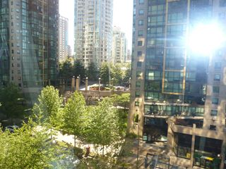 "Photo 20: 613 1333 W GEORGIA Street in Vancouver: Coal Harbour Condo for sale in ""Qube"" (Vancouver West)  : MLS®# V1024937"