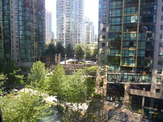 "Photo 5: 613 1333 W GEORGIA Street in Vancouver: Coal Harbour Condo for sale in ""Qube"" (Vancouver West)  : MLS®# V1024937"