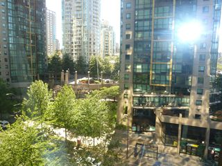 "Photo 19: 613 1333 W GEORGIA Street in Vancouver: Coal Harbour Condo for sale in ""Qube"" (Vancouver West)  : MLS®# V1024937"