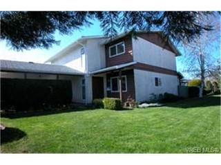 Photo 1: 10 400 Culduthel Road in VICTORIA: SW Gateway Townhouse for sale (Saanich West)  : MLS®# 199461