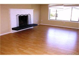 Photo 2: 1860 Chimo Place in VICTORIA: SE Lambrick Park Strata Duplex Unit for sale (Saanich East)  : MLS®# 212081