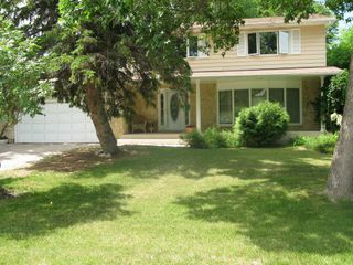 Photo 1: 109 Linacre Road in Winnipeg: Fort Richmond Single Family Detached for sale (South Winnipeg)  : MLS®# 1425469