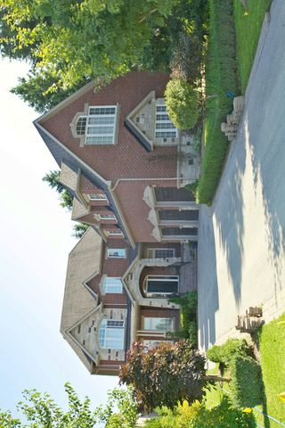 Main Photo: 25 Poplar Drive in Richmond Hill: Freehold for sale