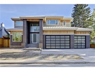 Main Photo: 711 CRESCENT BV SW in Calgary: Britannia House for sale : MLS®# C4064509
