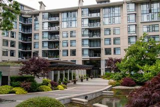 Photo 2: 305 4685 VALLEY Drive in Vancouver: Quilchena Condo for sale (Vancouver West)  : MLS®# R2474255