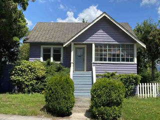 Photo 4: 315 CEDAR Street in New Westminster: Sapperton House for sale : MLS®# R2475010