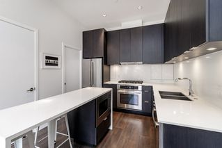 """Photo 11: 127 E 1ST Avenue in Vancouver: Mount Pleasant VE Townhouse for sale in """"BLOCK 100"""" (Vancouver East)  : MLS®# R2483254"""