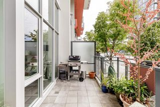 """Photo 3: 127 E 1ST Avenue in Vancouver: Mount Pleasant VE Townhouse for sale in """"BLOCK 100"""" (Vancouver East)  : MLS®# R2483254"""