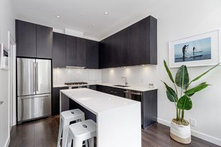 """Photo 13: 127 E 1ST Avenue in Vancouver: Mount Pleasant VE Townhouse for sale in """"BLOCK 100"""" (Vancouver East)  : MLS®# R2483254"""