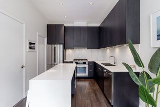"""Photo 12: 127 E 1ST Avenue in Vancouver: Mount Pleasant VE Townhouse for sale in """"BLOCK 100"""" (Vancouver East)  : MLS®# R2483254"""