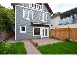 Photo 18: 526 E 10TH AV in Vancouver: Mount Pleasant VE House 1/2 Duplex for sale (Vancouver East)  : MLS®# V1024489