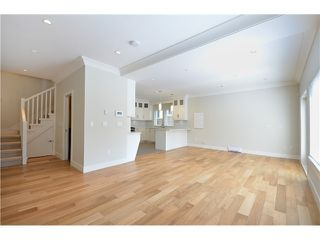 Photo 6: 526 E 10TH AV in Vancouver: Mount Pleasant VE House 1/2 Duplex for sale (Vancouver East)  : MLS®# V1024489