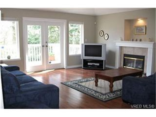 Photo 7: VICTORIA FAMILY HOME FOR SALE = VICTORIA REAL ESTATE SOLD With Ann Watley!
