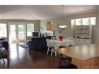 Photo 4: VICTORIA FAMILY HOME FOR SALE = VICTORIA REAL ESTATE SOLD With Ann Watley!