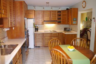 Photo 4: 657 Silverstone Avenue in Winnipeg: Fort Richmond Single Family Detached for sale (South Winnipeg)  : MLS®# 1615720