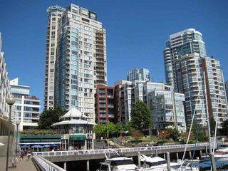 Photo 1: 1701 1000 BEACH AVENUE in Vancouver: Yaletown Condo for sale (Vancouver West)  : MLS®# R2108437