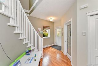 Photo 2: 102 Stoneridge Close in VICTORIA: VR Hospital House for sale (View Royal)  : MLS®# 841008
