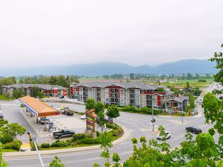 "Photo 4: 406 2242 WHATCOM Road in Abbotsford: Abbotsford East Condo for sale in ""Waterleaf"" : MLS®# R2474178"