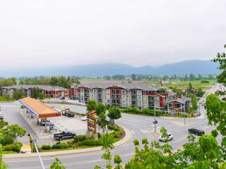 "Photo 3: 406 2242 WHATCOM Road in Abbotsford: Abbotsford East Condo for sale in ""Waterleaf"" : MLS®# R2474178"