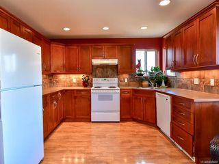 Photo 2: 2101 Varsity Dr in : CR Willow Point House for sale (Campbell River)  : MLS®# 857657