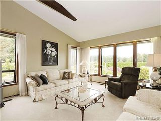 Photo 2: 8092 Mahon Pl in SAANICHTON: CS Saanichton Single Family Detached for sale (Central Saanich)  : MLS®# 649318