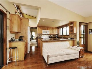 Photo 7: 8092 Mahon Pl in SAANICHTON: CS Saanichton Single Family Detached for sale (Central Saanich)  : MLS®# 649318