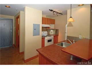 Photo 7: 405 555 Chatham St in VICTORIA: Vi Downtown Condo Apartment for sale (Victoria)  : MLS®# 677342