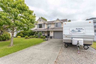 """Photo 2: 19677 SOMERSET Drive in Pitt Meadows: Mid Meadows House for sale in """"Somerset"""" : MLS®# R2460932"""