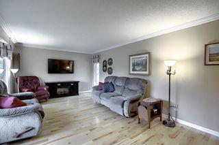 Photo 5: 5915 18 Avenue NE in Calgary: Pineridge Detached for sale : MLS®# A1032998