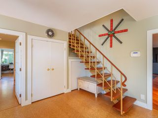 Photo 3: 102 Garner Cres in : Na University District House for sale (Nanaimo)  : MLS®# 857380