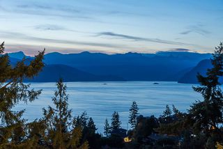 Photo 2: 115 KELVIN GROVE Way: Lions Bay House for sale (West Vancouver)  : MLS®# R2405194